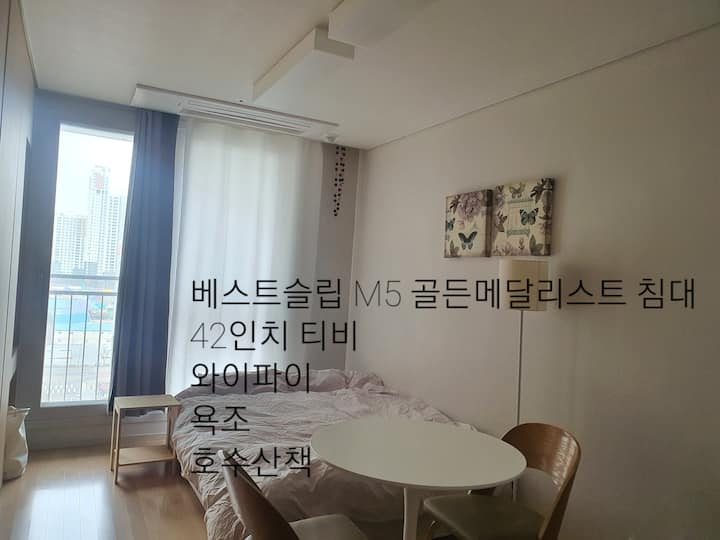 Suwon, Gwang gyo Jungang station, queen sized bed