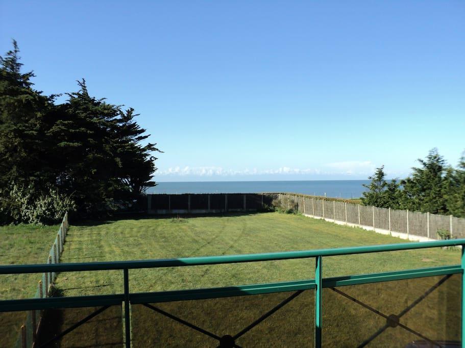 Jardin et vue mer du balcon