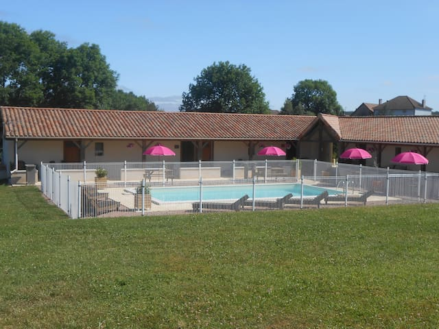 Gîte Passiflora in Dordogne with pool and view