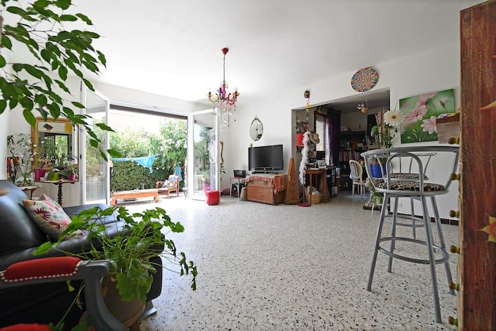 Chambre avec jardin à 2 pas du centre d'Uzès - Uzès - Dům