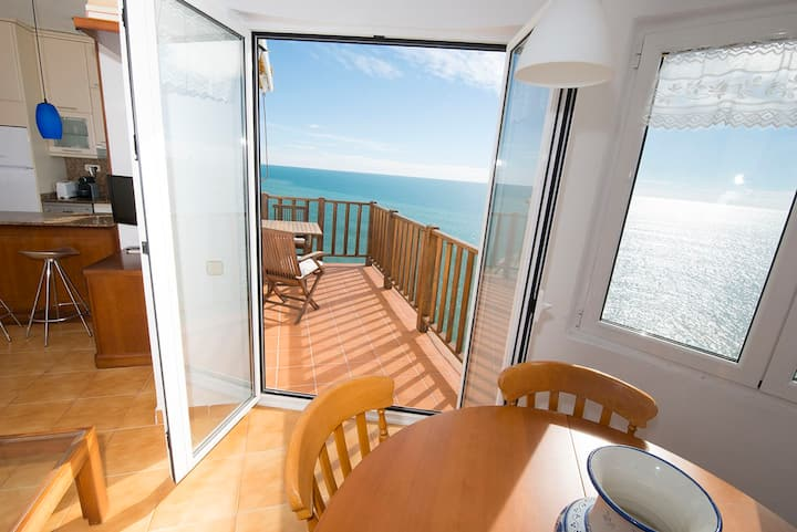 Cliff apartment. Magnificent views of the sea and