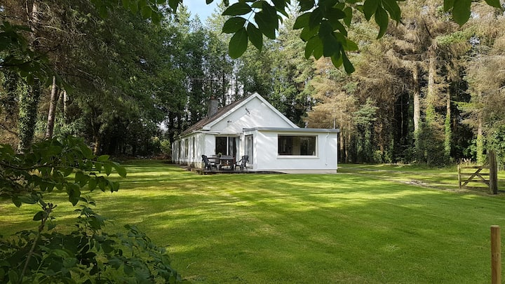 Lakeside Holiday Home- Private Beach & Lake Access