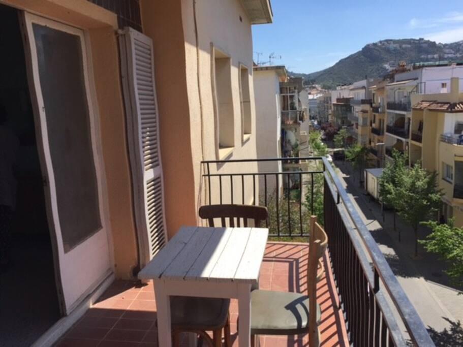 Petite terrasse très agréable (exposée plein sud)