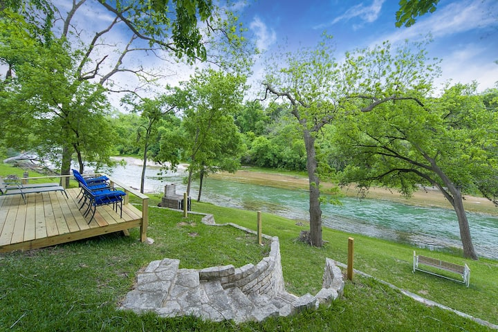 River Rose- 4 bedroom waterfront home on a quiet stretch of the Guadalupe River