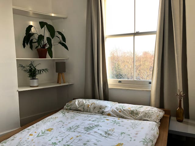 Double room in Kew Gardens