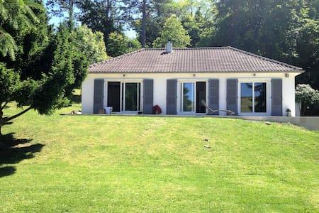 Belle maison de campagne, 1 h Paris, 8 mn de Dreux - Cherisy