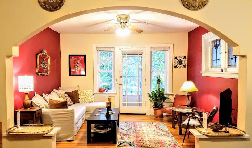 Urban Roost: Bantam Suite - St. Louis - Byt