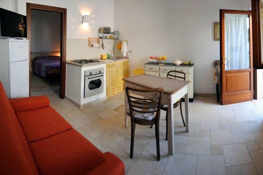 Casa GIALLA, soggiorno con divano letto