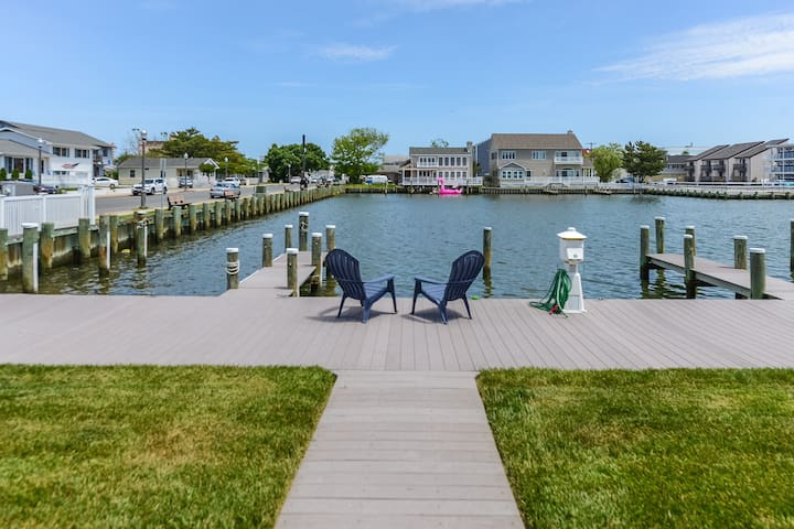 Beautiful Bayfront Townhouse with Boat Slip!