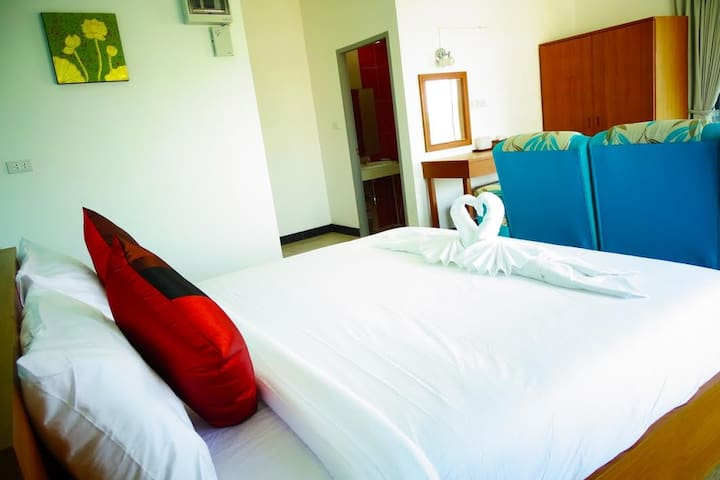 Deluxe Double warm white bed 3 - Mueang Chiang Mai District - Appartement