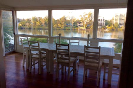 Riverfront Queenslander - Provençale room - West End - House