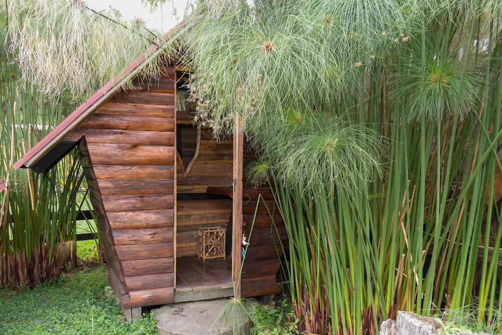Baño externo de la cabaña.