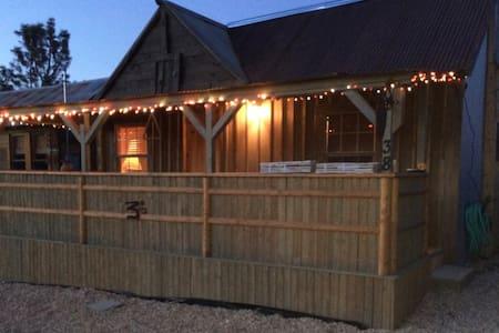 Randsburg Cozy Cabin - Vacation Rental - Randsburg - Cabin