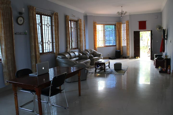 Spacious house with nice views, near beach. - Krong Preah Sihanouk - House