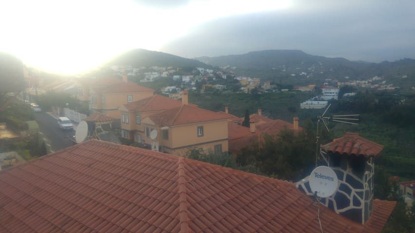 Gran vivienda en Tafira Alta de 4 plantas - Tafira Alta - Dom