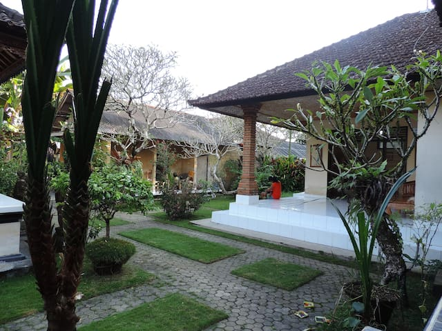 Delod Real Homestay in Bali Family - FAST INTERNET