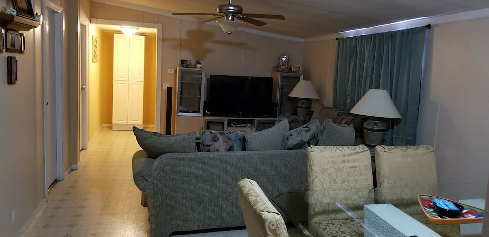 Room #1 for rent in Orlando  2 miles from Ucf.