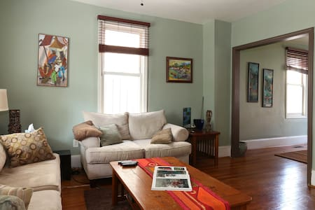 Comfort and convenience in the city - Washington - House