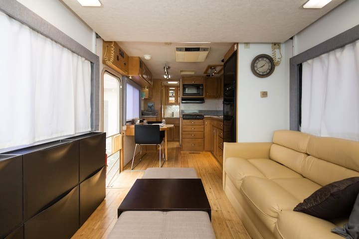 ECO-Friendly Modern RV - San Gabriel - Byt