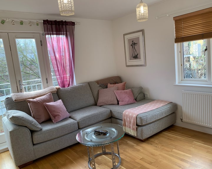 2 bed Apartment in the 💛 of Whitstable + Parking
