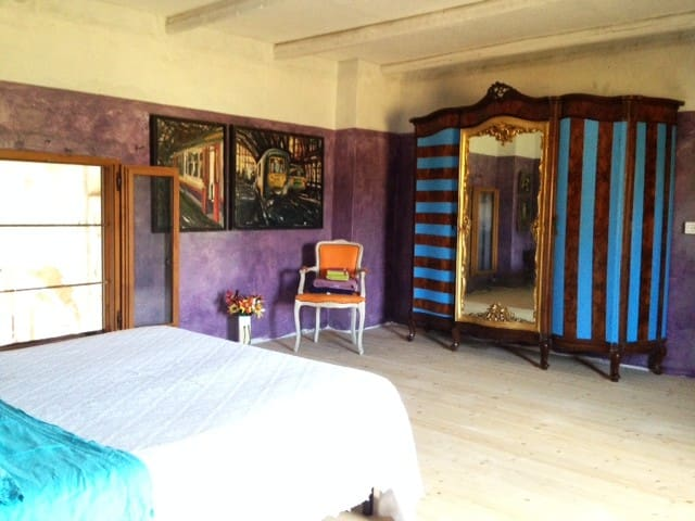 Le Rouge Flamand - guest suite in art farm