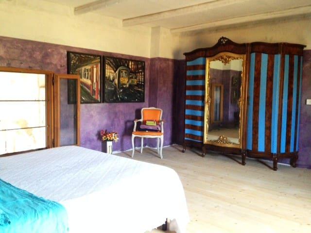 Le Rouge Flamand - guest suite in art farm