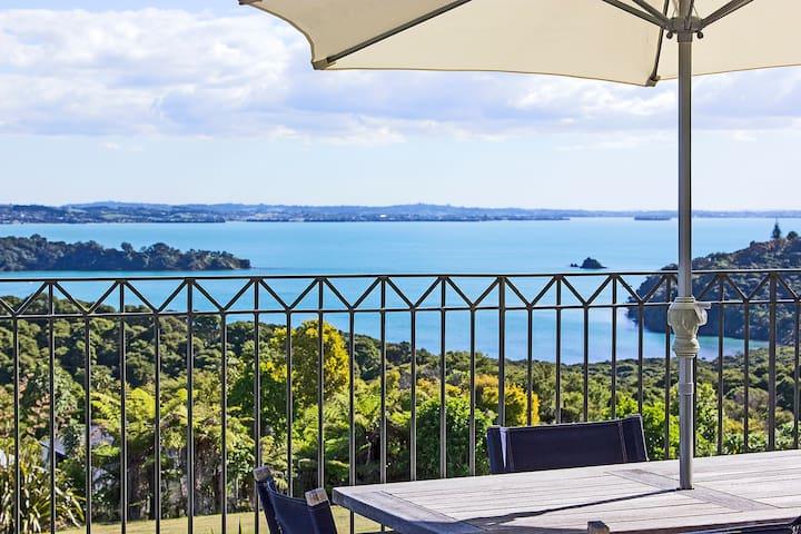 2 bdrm apartment balcony sea view