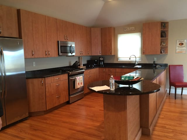 Steps to the Beach and to Town! - Westhampton Beach - Casa