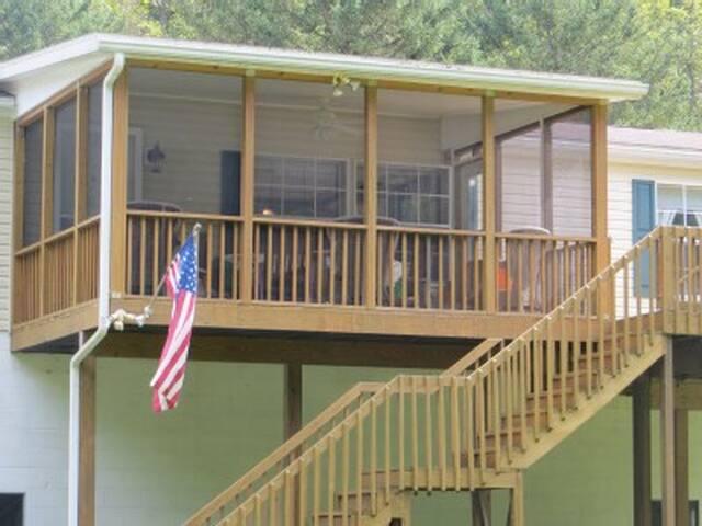 Juniata Riverfront Vacation Home PA