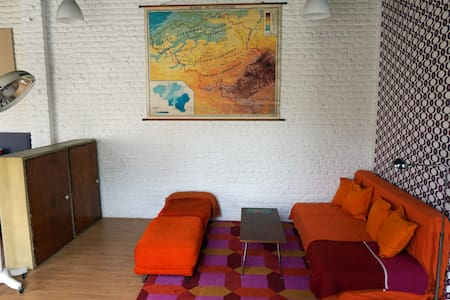 Quiet 70m2 Vintage Loft - Vindsvåning