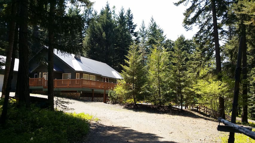 Urban Cabin in the Woods with Pool! - Cle Elum - Huis