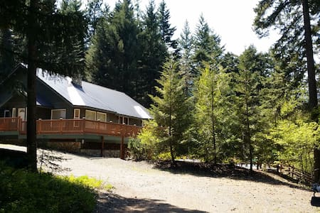 Urban Cabin in the Woods with Pool! - 克利埃勒姆(Cle Elum) - 獨棟