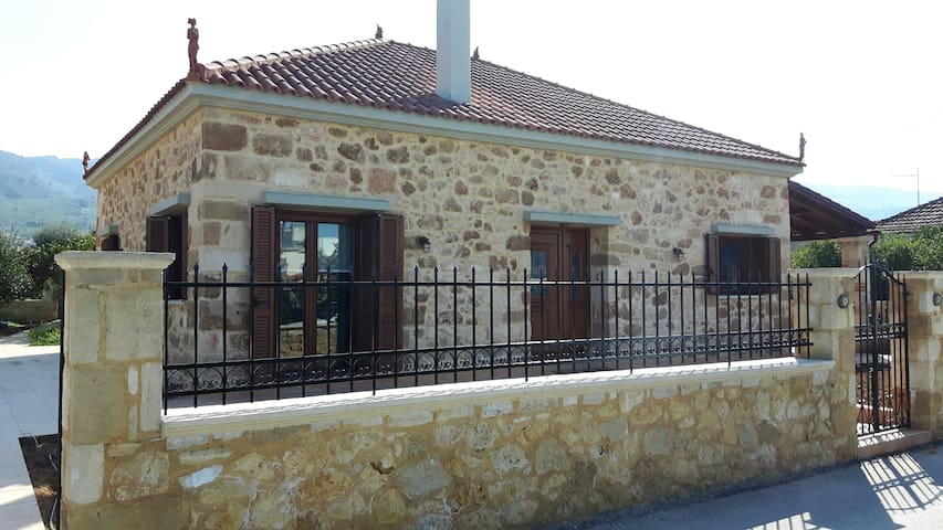 Lux stone-built house by Chania city+ BBQ, gardens - Chania - Ev