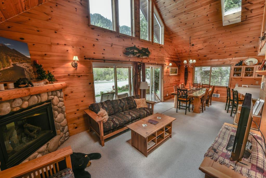 Livingroom & Dining
