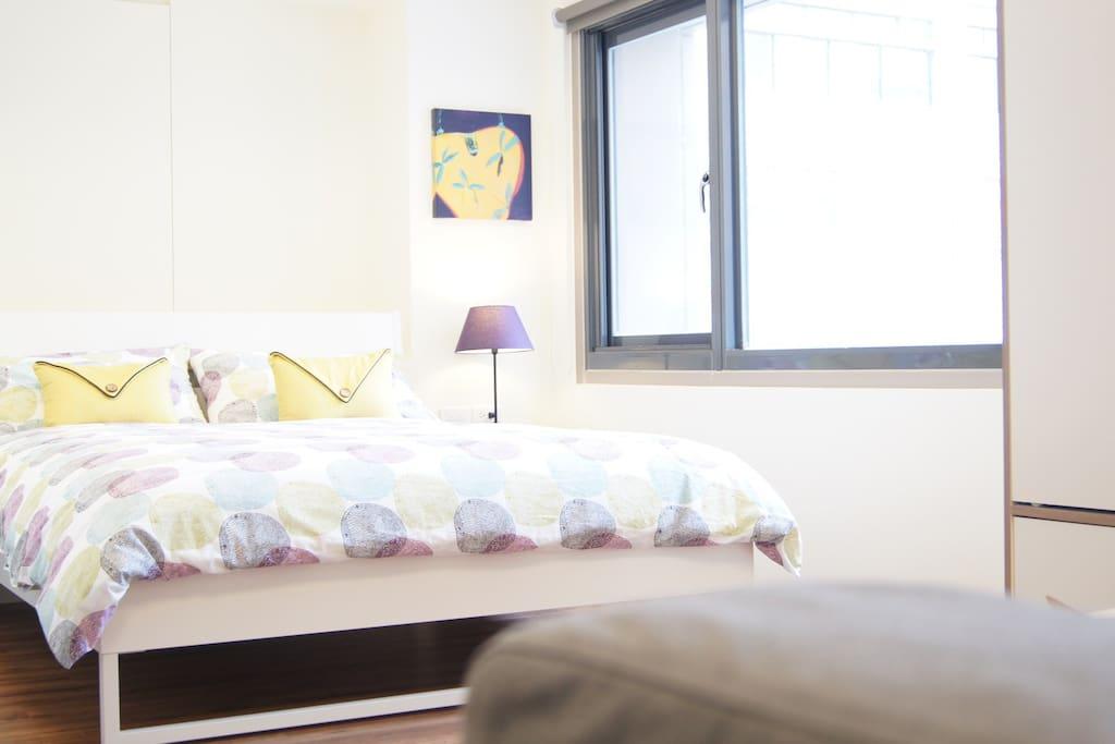 這是一間陽光屋,待在房內照樣能有陽光普照的好心情。