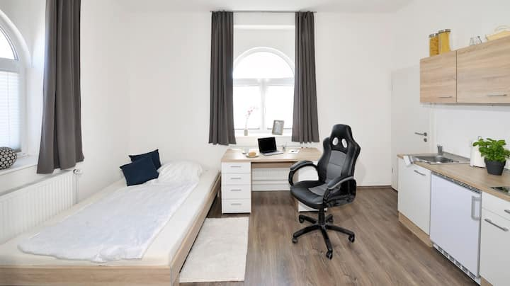 Modernes helles Einzelapartment, Top Lage! (R.004)