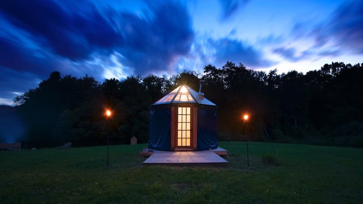 Moon Lodge Yurt - Sleep Under the Moon and Stars!