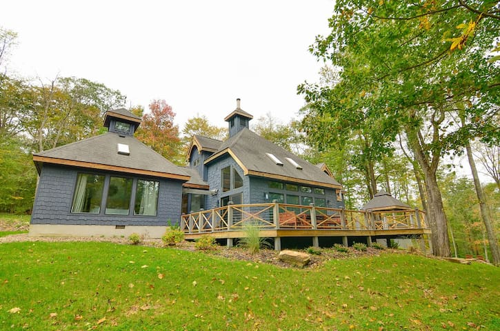 Beautiful Lake Access home, fire pit, hot tub, & game tables!