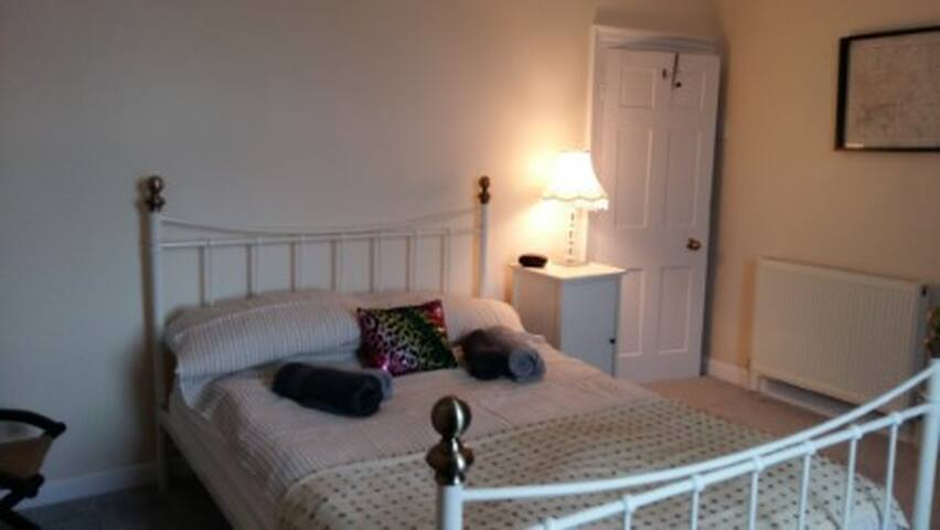 Cosy, seaside cottage. Great as a base 4 exploring - Teignmouth - Casa