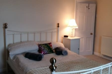 Cosy, seaside cottage. Great as a base 4 exploring - Teignmouth - House