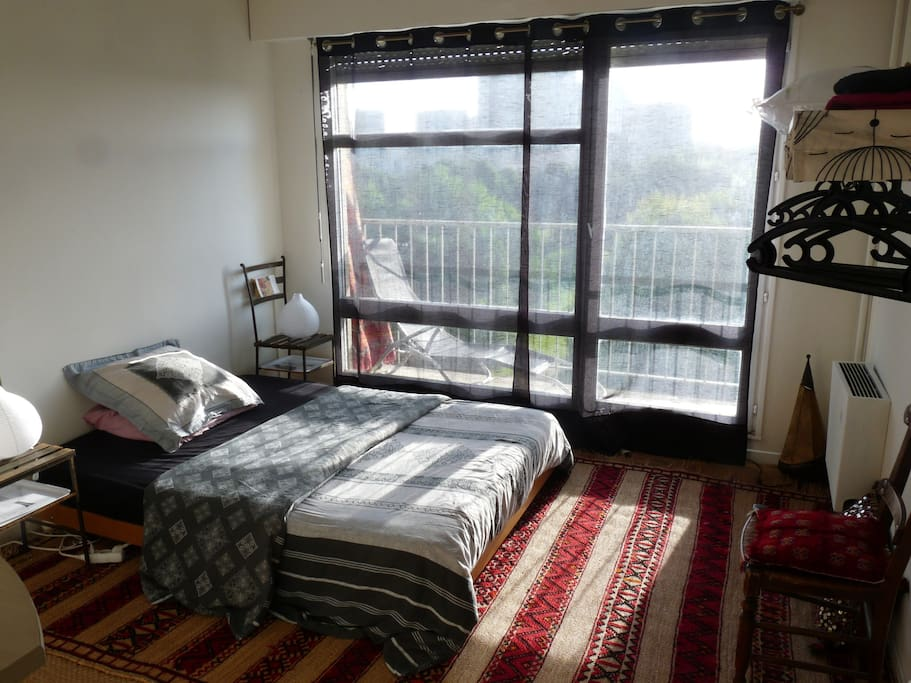 Chambre lumineuse 16m2 sur balcon apartments for rent in for Chambre 16m2
