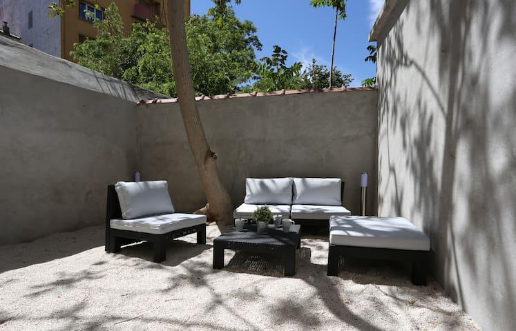 Nice flat - Sunny terrace and WiFi