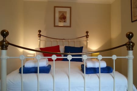 Cosy Harrogate Double + Bathroom - Harrogate - House