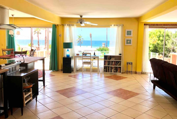 PLAYA, MAR, RELAX. 2 bd home BEACH FRONT. Fab WIFI