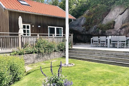 Holiday cottage with 2 bedrooms on 50m² in Bovallstrand