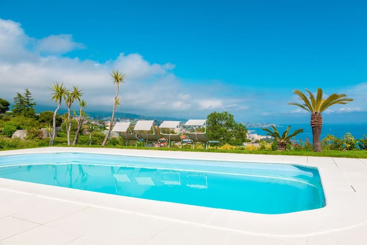 Royal apartment - for 8 people, in large luxury villa with garden, pool and sea-view