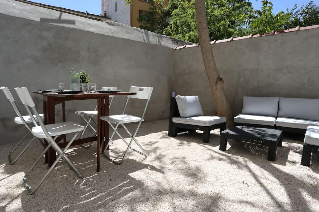 beau studio terrasse wifi fibre appartements louer toulon provence alpes c te d 39 azur. Black Bedroom Furniture Sets. Home Design Ideas