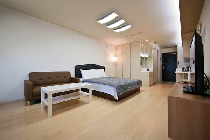 Kevin's House (Double #3 ) 인천공항 앞 자가격리 별도문의