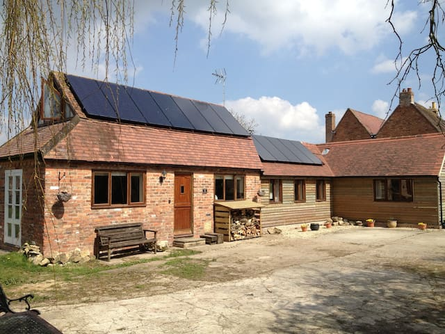 Foxes Barn, Tewkesbury - Tewkesbury