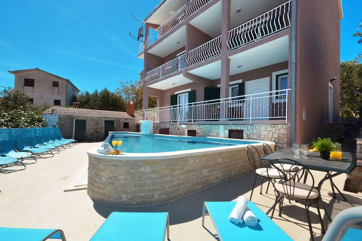 Apartments with pool App 1